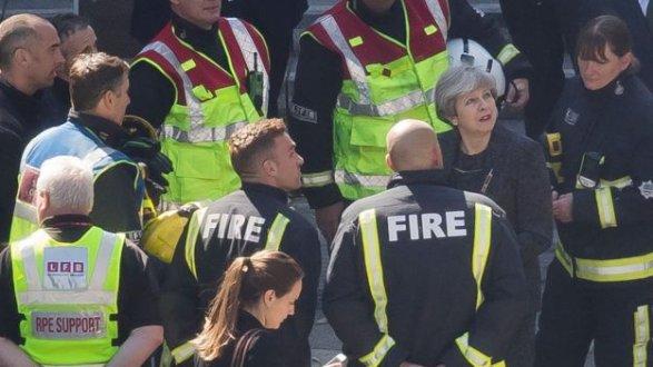 Протесты встолице Англии : из-за пожара ввысотке митингующие требуют отставки Мэй
