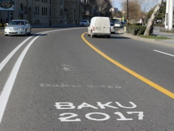 В центре Баку ограничено движение транспорта
