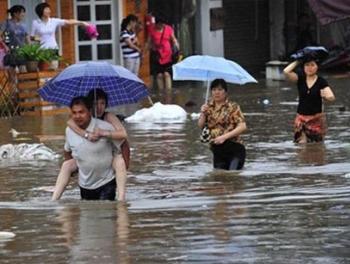 Жертвами проливных дождей в Китае стали 28 человек