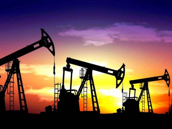 Цены нанефть незначительно падают