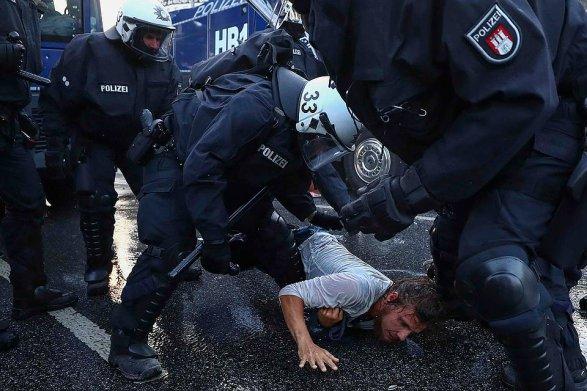 Столкновения вГамбурге: неменее  100 полицейских травмированы