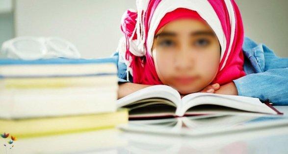 Таджикским школьницам запретили носить хиджабы, а учащимся - бороды