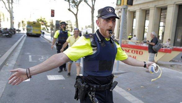 После теракта вБарселоне милиция открыла доступ кпешеходной улице Рамбла