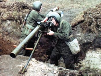 Армяне стреляют из гранатометов