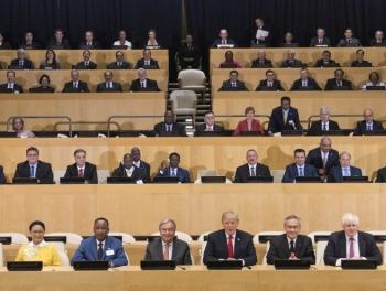 В первом ряду Трамп, во втором – Ильхам Алиев