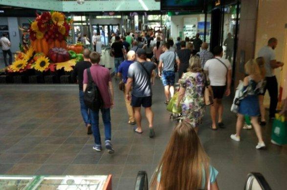 ВВолгограде эвакуируют 11 торговых центров