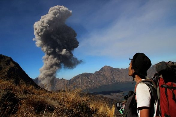 МИД: гостям Бали лучше держаться подальше отвулкана Агунг