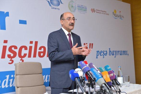 В2015г. зарубеж выехало свыше 4 млн. жителей Азербайджана— министр