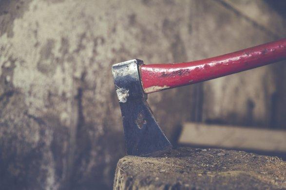 Под Иваново плотник отрубил женщине руку счасами икольцами