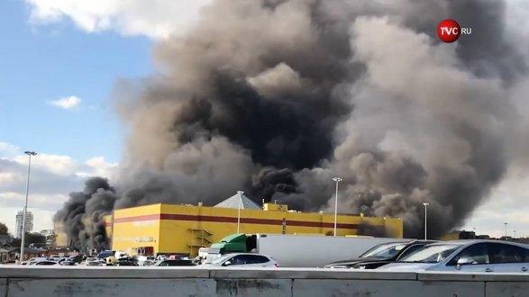 В столице  немогут потушитьТЦ «Синдика», наподземной стоянке  взрываются машины