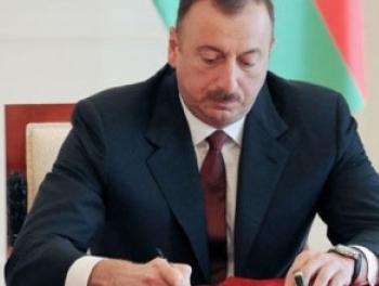 Ильхам Алиев наградил железнодорожников