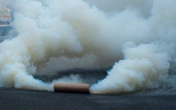 Неизвестные закидали дымовыми шашками парковку здания наМытной улице в столице