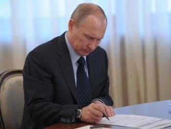 Путин снизил себе зарплату