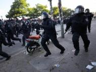 Полиция шагала по раненым, лежащим на земле
