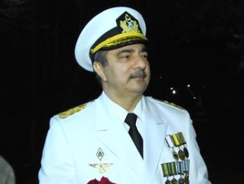 Вице-адмирала Султанова топят в бою без правил