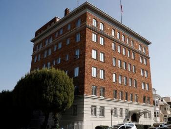 Российских дипломатов не впустили в здание генконсульства