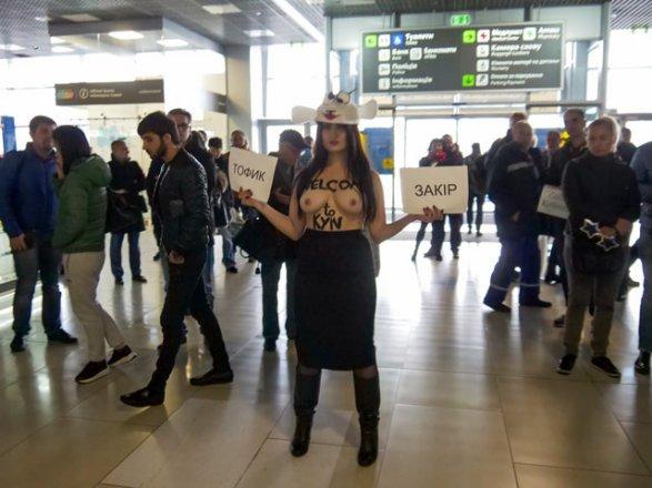 Полуголая активистка Femen вобразе овцы воспротивилась секс-турам на государство Украину