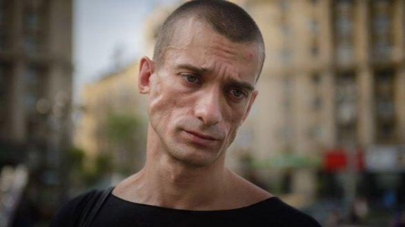 Суд воФранции оставил Павленского под стражей