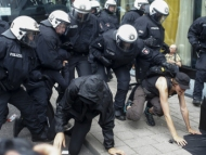 500 полицейских напали с перцовым аэрозолем