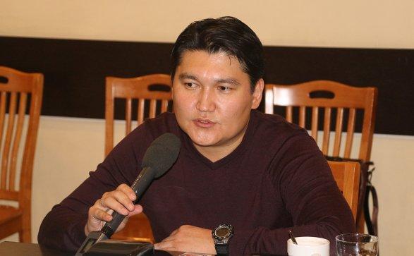 Президент Киргизии занеделю доотставки разорвал шесть договоров сКазахстаном