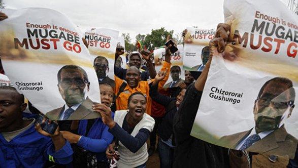 Президент Зимбабве может увидеться своенным командованием ввоскресенье