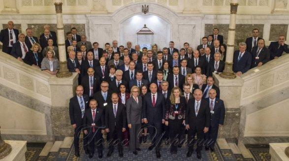 Армянская делегация покинула зал совещания встолице государства Украины