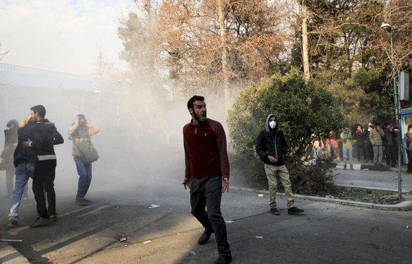 Вовремя протестов вИране умер полицейский
