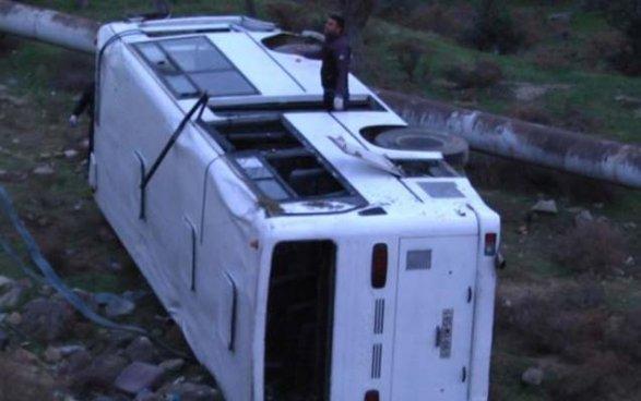 Пассажирский автобус перевернулся вАзербайджанской столице: пострадали 12 человек