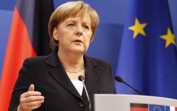 Вице-президент Бундестага предложил ограничить время пребывания напосту канцлера