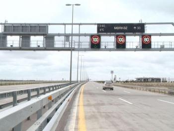 На бакинских дорогах снижена скорость движения