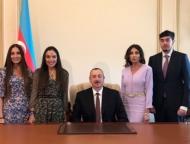 Семья Алиевых в кабинете нового президента Азербайджана