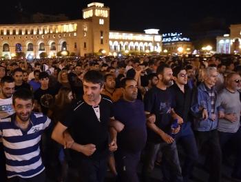 Центр Еревана в руках протестующих