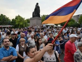 «Протесты в Армении могут остановить Россия с Азербайджаном»