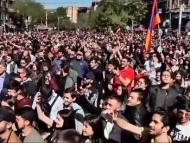 Евросоюз озабочен массовыми протестами в Армении