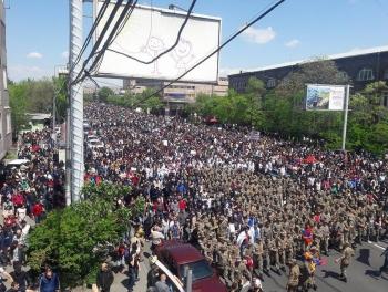 Никол Пашинян собирает победный митинг в Ереване