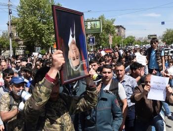 Взгляд на революцию в Ереване из Баку