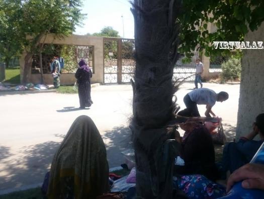 Сотни туркмен спасаются от голода в Баку