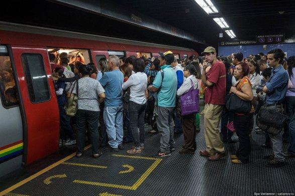 ВВенесуэле пассажиров стали бесплатно перевозить вметро