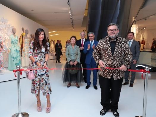 Лейла Алиева на открытии выставки Александра Васильева