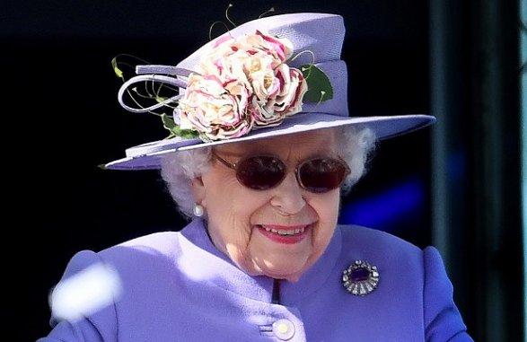 ЕлизаветаII отметила официальный день рождения: как прошел парад послучаю праздника