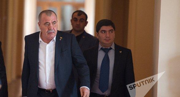 Пашинян запретил «революцию»: появились кадры задержания уголовного авторитета Дона Пипо вЭчмиадзине