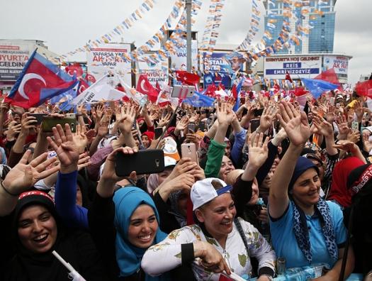 В Стамбуле прошли многотысячные митинги