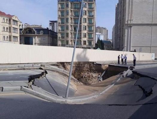 В центре Баку на восемь метров просела дорога