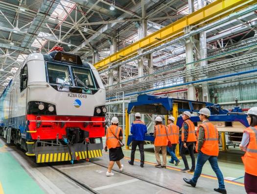 Локомотивы, которые понравились Назарбаеву отправляют в Азербайджан