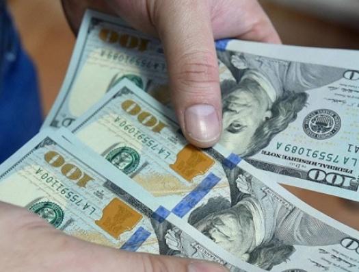 Если отпустить манат, то доллар подорожает до 2,5 маната