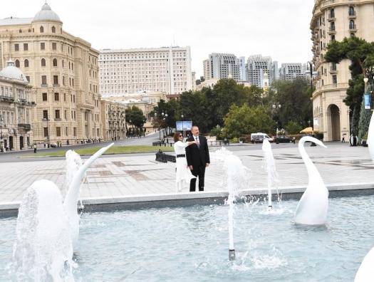 Алиевы на открытии фонтана на Бакинском бульваре