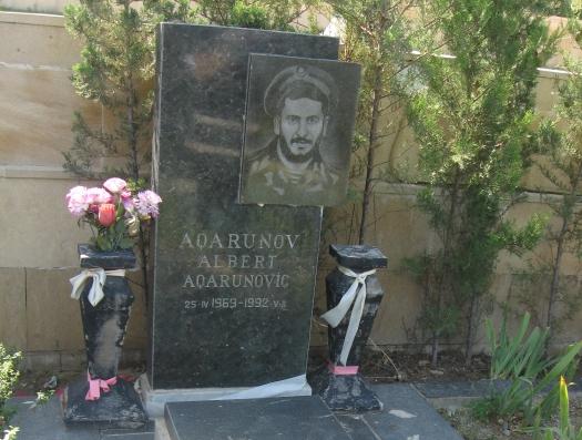 Авигдор Либерман у могилы еврея - героя Азербайджана