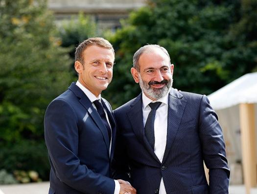 Макрон и Пашинян обсудили Карабах