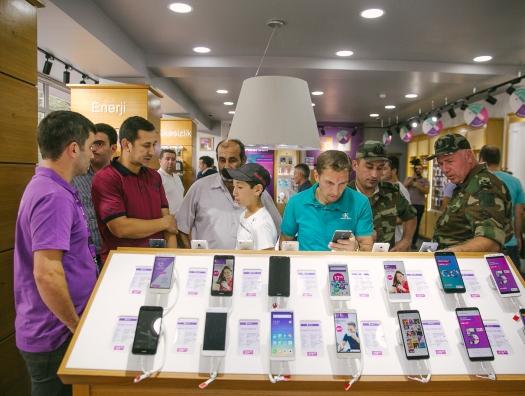 Azercell Telekom открыл новый эксклюзивный магазин в Гяндже