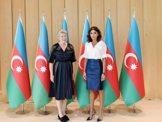 Замгенсека НАТО на встрече с Мехрибан Алиевой